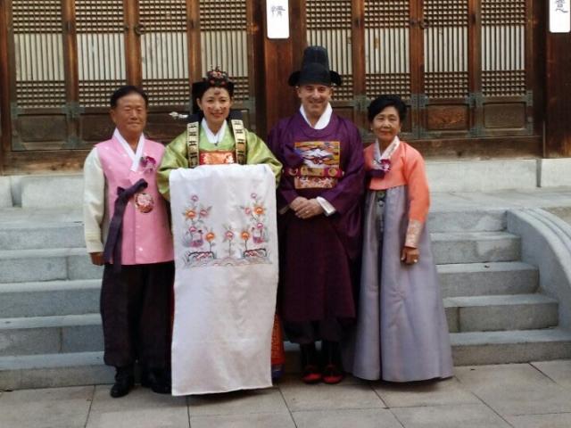 심전경집사님이 한국에서 결혼식을 올렸습니다